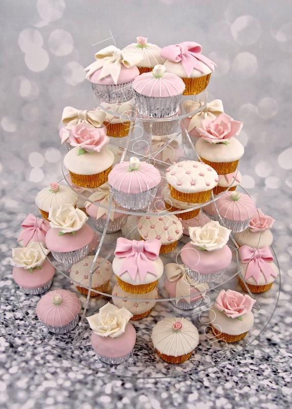 Gâteaux et Pièces Montées sur-mesure - Cupcakes romantiques