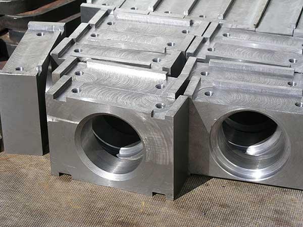 Skärning av tjocka plattor med gas med CNC-styrning -
