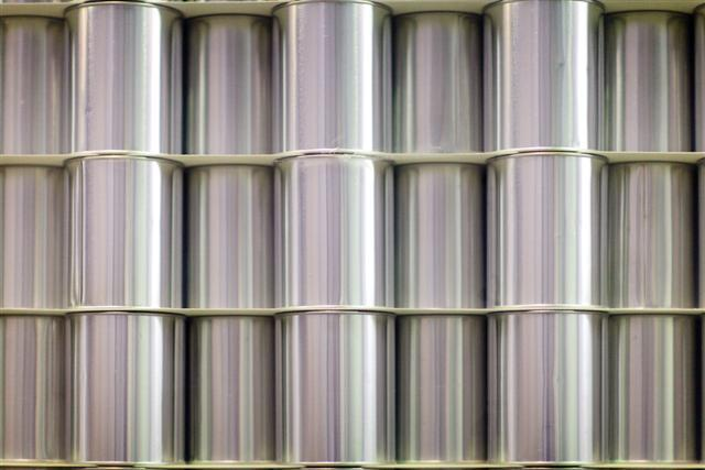 Boîtes cylindriques en fer blanc avec couvercle hermétique / Boîtes à fermeture  - De 65 mm à 160 mm de diamètre / de 150 ml à 4 litres en capacité et de 53 mm à