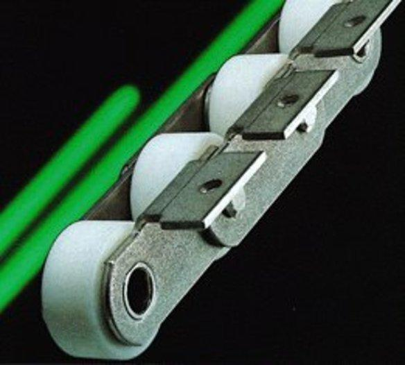Förderketten mit verschiedenen Anbauteilen -
