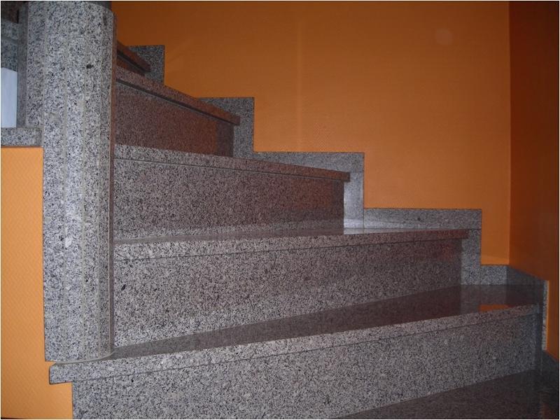 Marches d escalier fabricant producteur entreprises for Escalier exterieur granit