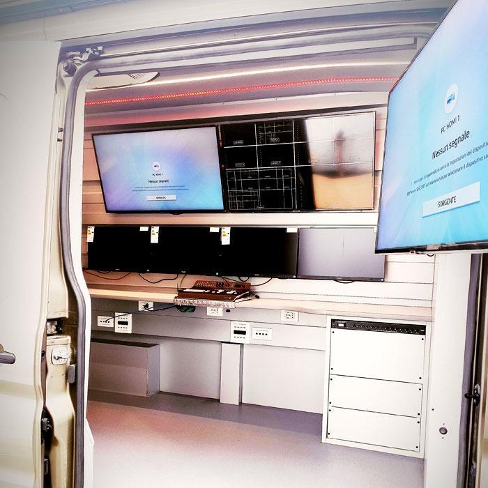LABORATORI MOBILI E SHOWROOM - Uffici o laboratori mobili, street food, veicoli espositivi per fiere ed eventi,