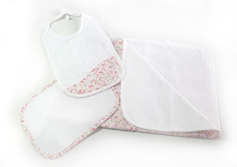 Conjunto toalha de banho, toalhete e babete com flores