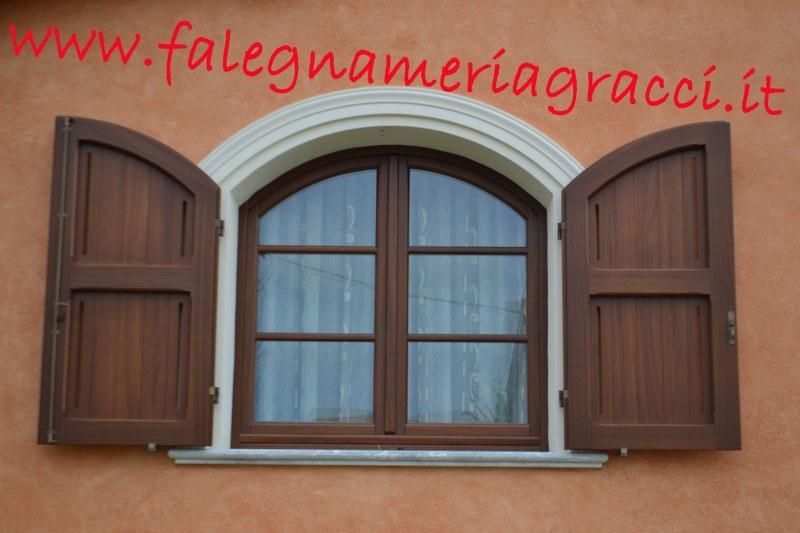 Serramenti in legno alla toscana finestra a 2 ante tonda - Finestra a 2 ante ...