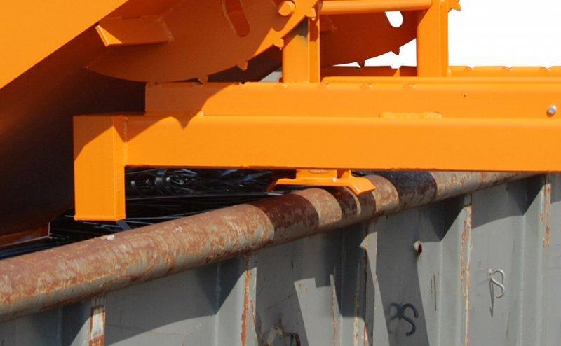 Bac basculant pour charges lourdes - Bac avec fourreaux fermés à dévérouillage automatique