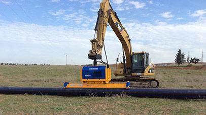 La manutention de tuyaux en PVC avec les équipements ACIMEX