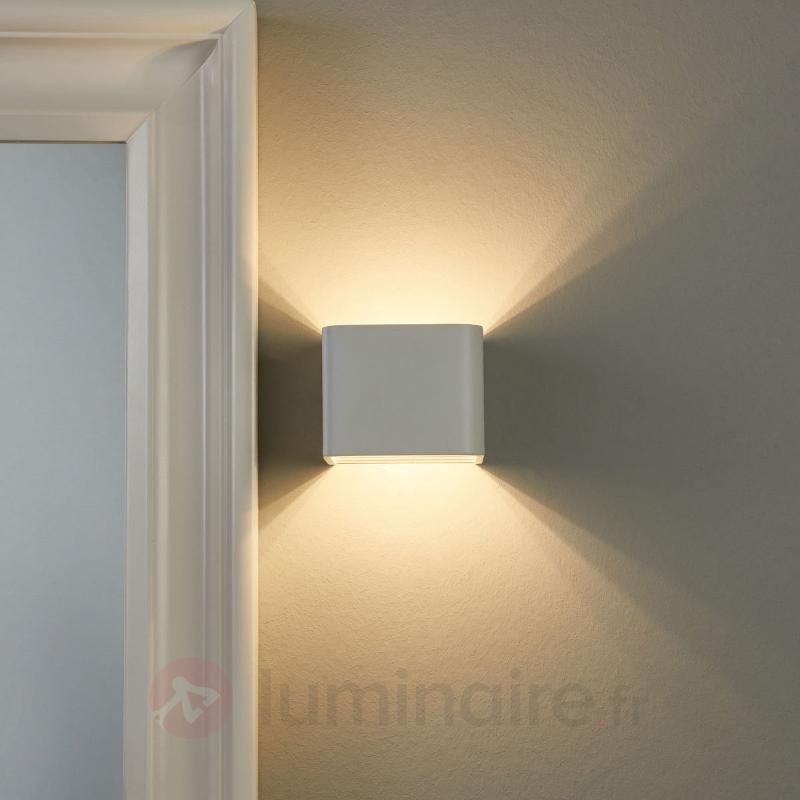 Un bel éclairage avec l'applique LED Eloise - Salle de bains et miroirs