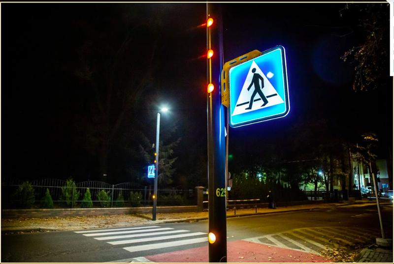 Smartpole crossing - active and safe pedestrian crossing -