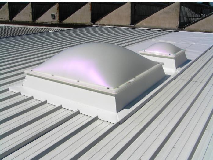Svetlobniki ALUX Svetlobne kupole, trakovi, fasade in okna - Svetlobne kupole in trakovi za prezračevanje in sistemom za požarnim odpiranjem.