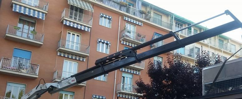 Camion con gru -  Trasporto e sollevamento materiali