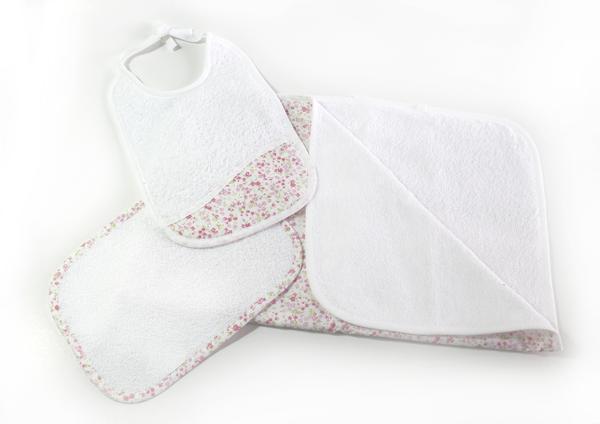 toalla de baño, toallita y babero -