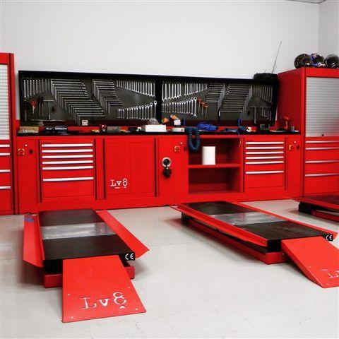 Qube lv8 soluzioni di arredo modulare per officina auto e for Arredamento per garage