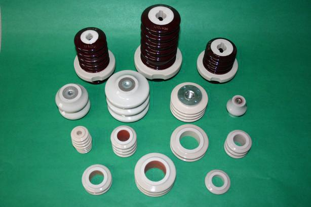 Rillenisolatoren und Isolierkörper für Hochspannungsklemmen -