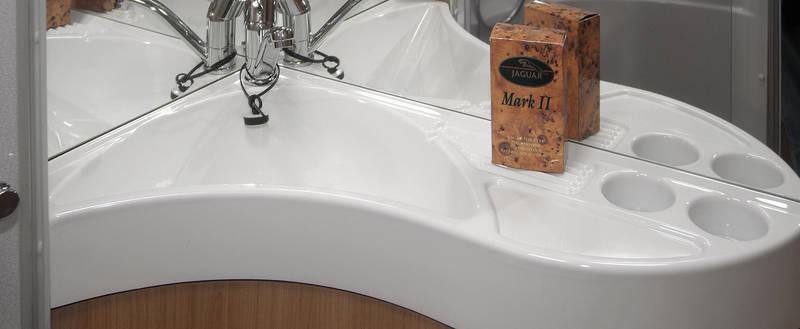 Mixer tap carrier Captive - Wash basin