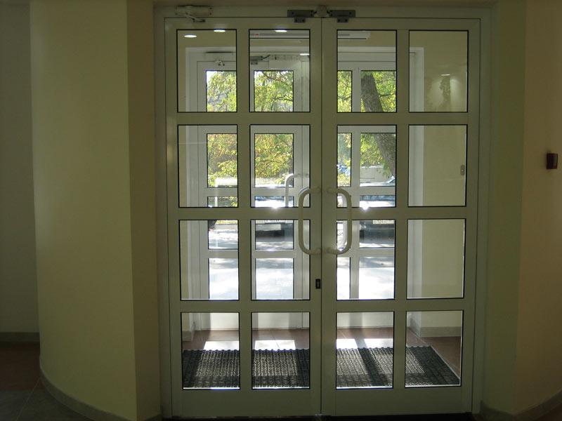 Распашные двери  - из алюминия