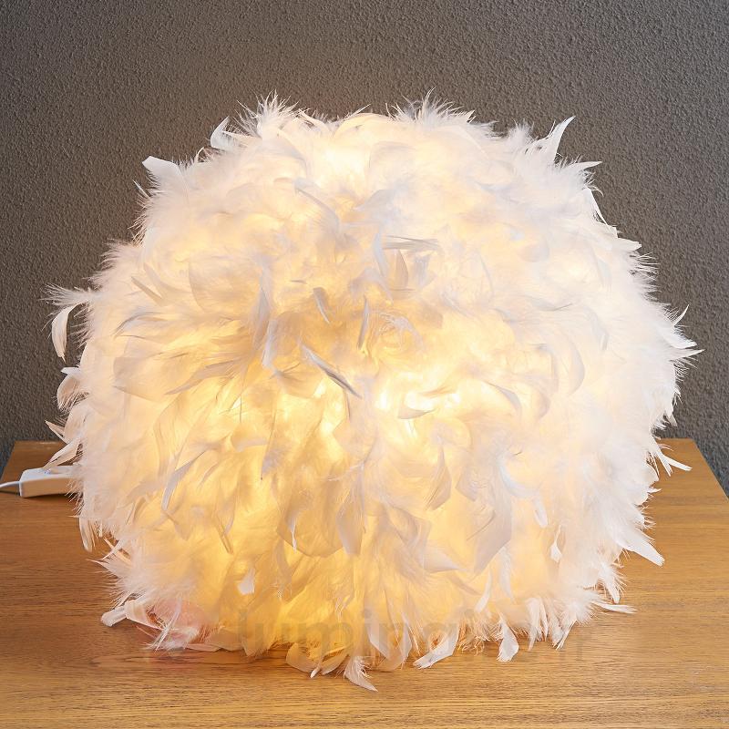 Généreuse lampe à poser LED Pauline à plumes - Lampes à poser en tissu