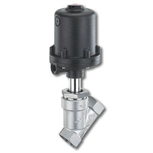 Pneumatically operated angle seat globe valve GEMÜ 554 - The GEMÜ 554 2/2-way angle seat globe valve is pneumatically operated.