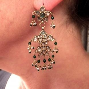 Boucles d'oreilles - Or 20ct, perles, cristal, émeraudes, pâte de verre, Inde
