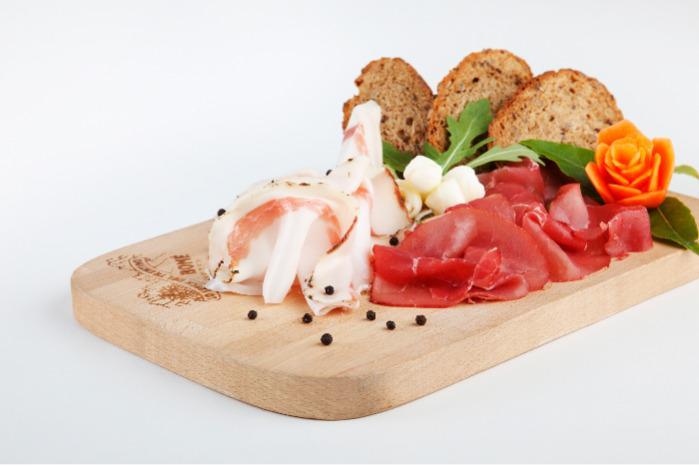 charcuterie italienne - speck, coppa jambon san daniele