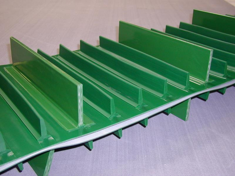Conveyor belt with cleats - null