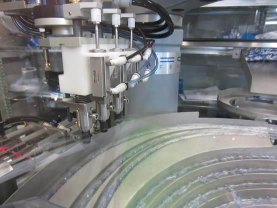 Bol vibrant avec robotique industrielle