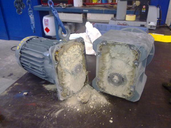Démontage motoréducteur Bauer - Maintenance électro-mécanique en atelier