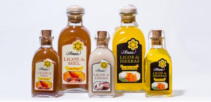 Licores con miel - Licor ANAE en frascas de 700 ml y de 250 ml