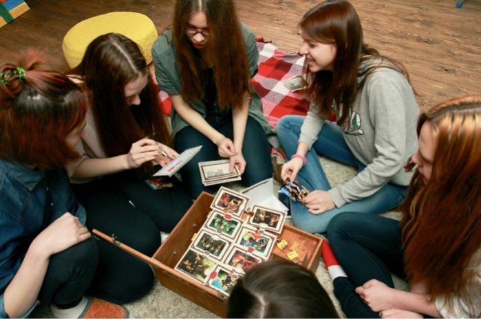集体游戏 - 棋盘游戏格式的探索游戏