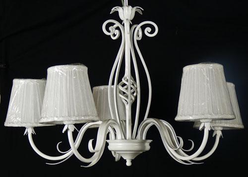 Articolo B52 - Lampadario forgiato bianco antico con paralumi stile shabby chic
