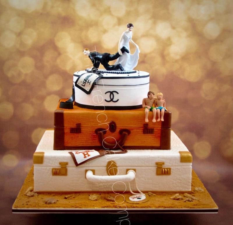 Gâteaux et Pièces Montées sur-mesure - Gâteau en forme de Valise