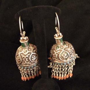 Boucles d'oreilles - Argent, émail, corail, Asie Centrale