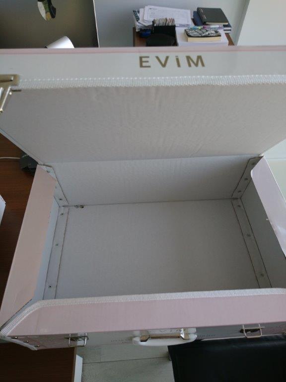 Βαλίτσα από κυματοειδές χαρτόνι και εκτύπωση όφσετ - βαλίτσες