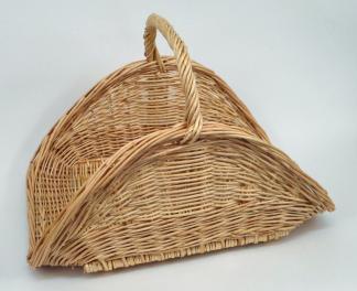 Panier à bois en osier blanc de forme éventail. - null