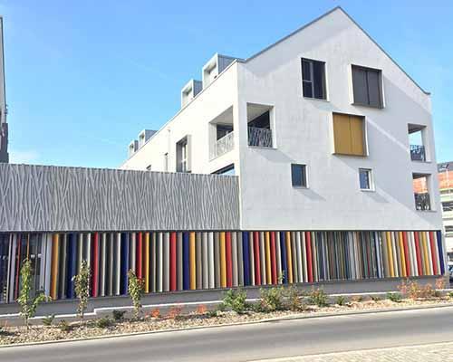 Brise-soleil à lames orientables RECTI'LIGNE - Les lames sont des profils de forme rectangulaire ou trapézoïdale, en aluminium.