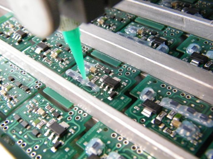 Dispenstechnologie - Kleber, Silikone, Wärmeleitpasten