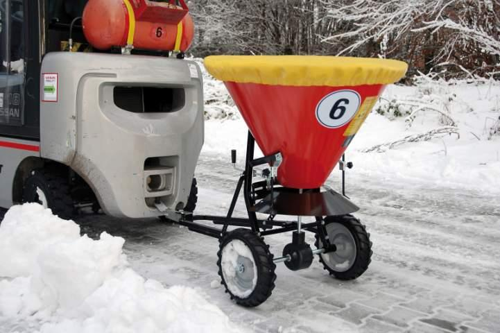 Spreader type STW - Spreader can be towed by an forklift truck etc., suitable for salt and sand