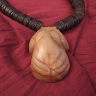 Colliers - 1 pendentif grenouille en jade Siam +collier en lamelles de