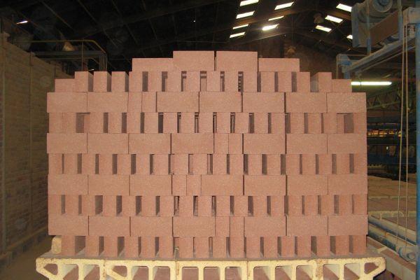 Briques réfractaires pour l'industrie