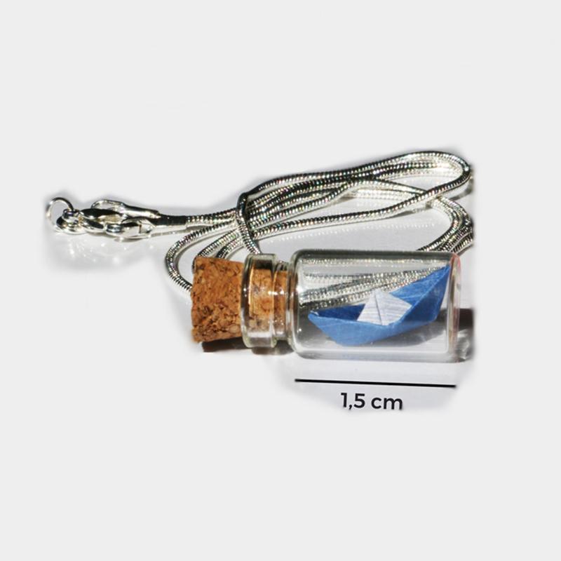 Colar Infinito - Um origami miniatura de barco num frasco de apenas 1,5cm
