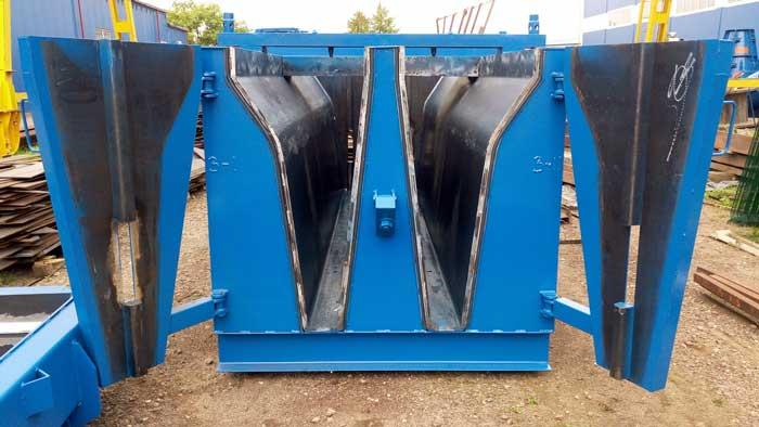 "Steel moulds for ""New Jersey"" traffic barriers - Road infrastructure"