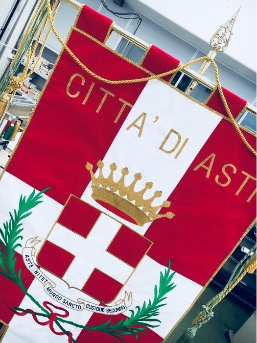 Gonfaloni Comunali ricamati - Gonfaloni per Comuni ricamati con emblema, corona, allori.