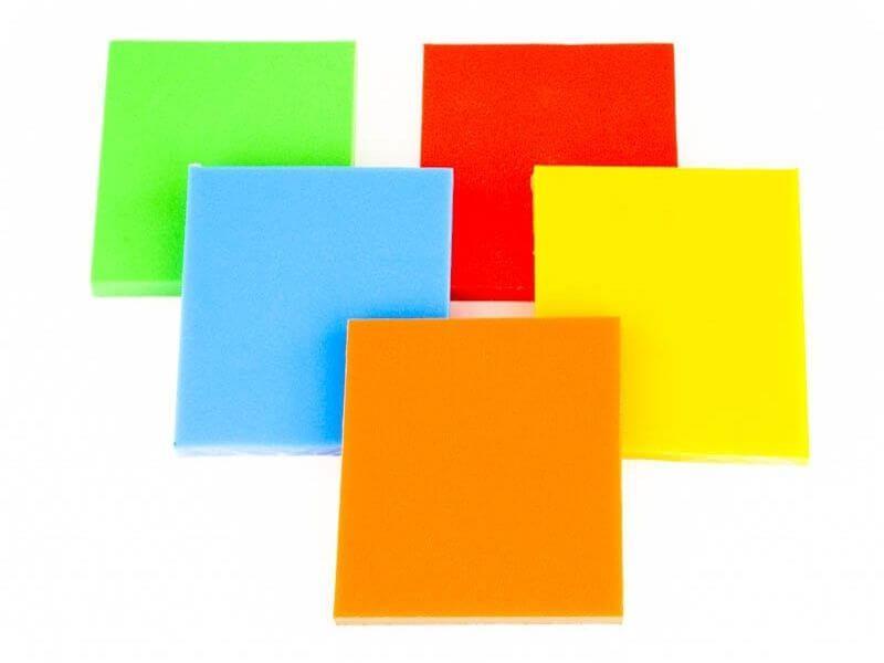 Gekleurd kunststof plaatmateriaal