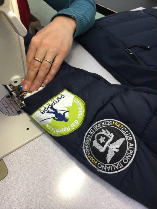 Servizio Cucitura Etichette e Patches - Servizio di cucito per toppe ed etichette su abbigliamento