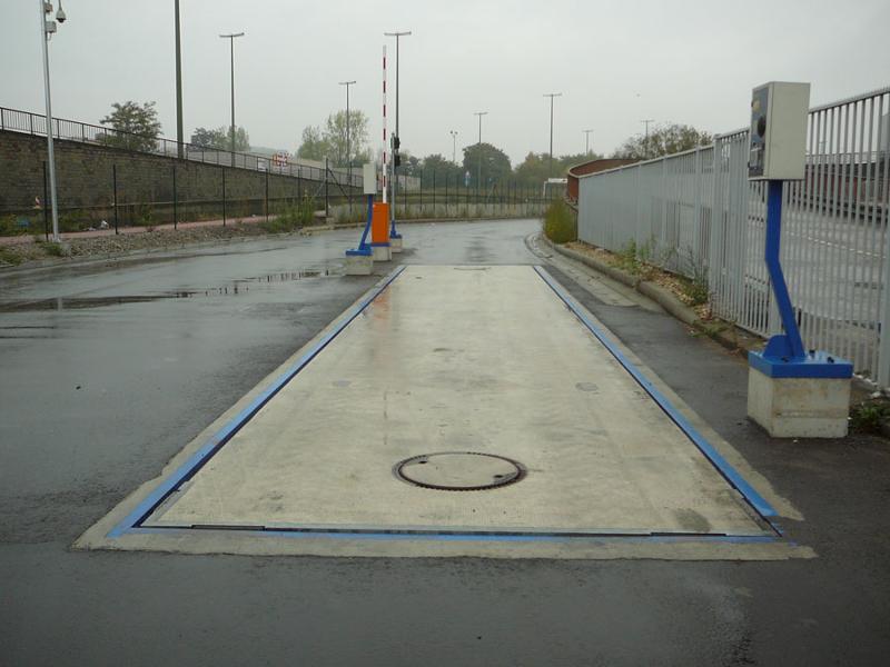 Pont bascule camion encastré dans le sol - null