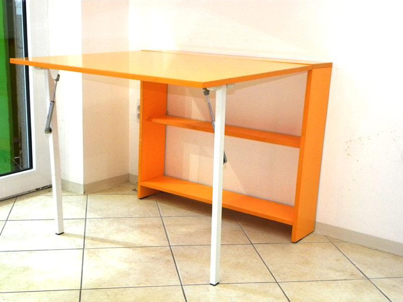 Folding table -