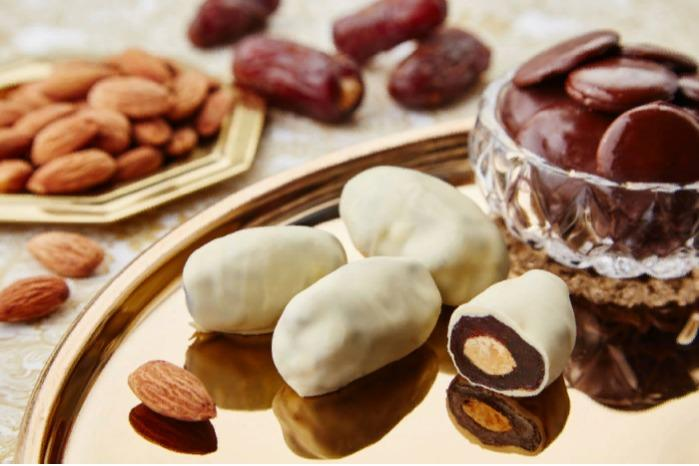 Glazed dates with almonds, White, 2 kg - FINDI