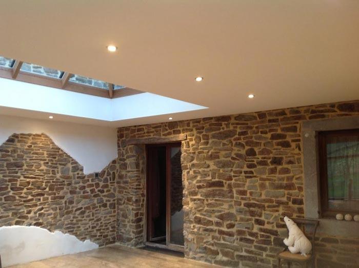Installation de plafond tendu  - Un revêtement pour tous types de prix ou de design
