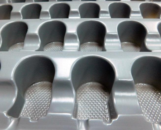 Plateau thermoformé en plastique PS   - Plateau /Bac en plastique PS pièce moteur