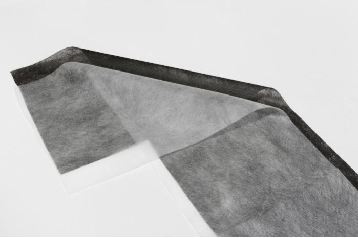 纺黏(亲水)不织布 - 不织布又称为无纺布,用聚丙烯挤出、拉伸,形成连续长丝后,长丝铺设成网再经过加固,使成无纺布。