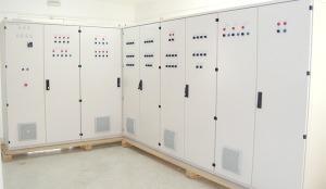 Tableaux électriques, avec tôlerie standard ou... -